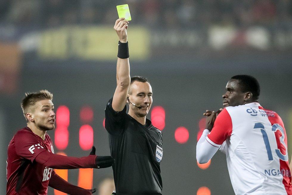 Zápas 14. kola FORTUNA:LIGY mezi Sparta Praha a Slavia Praha, hraný 4. listopadu v Praze.. Rozhodčí Adreleanu.