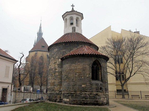 ománská rotunda sv. Longina v ulici Na Rybníčku v Praze.