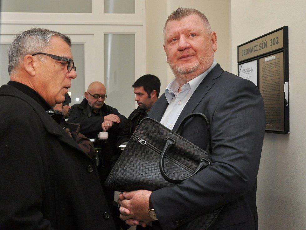 Lobbista Ivo Rittig u Městského soudu v Praze. Je jedním z deseti obžalovaných zpovídajících se z krácení daně, zpronevěry a praní špinavých peněz v kauze evidované jako Michal Urbánek a spol., v níž jde o vyvádění peněz ze společnosti Oleo Chemical.