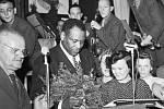 Robeson v Tesle. Zásadním podnikem v Hloubětíně byl výrobce radiopřijímačů Tesla. V roce 1949 do něj přijel zazpívat americký politický aktivista a zpěvák Paul Robeson.