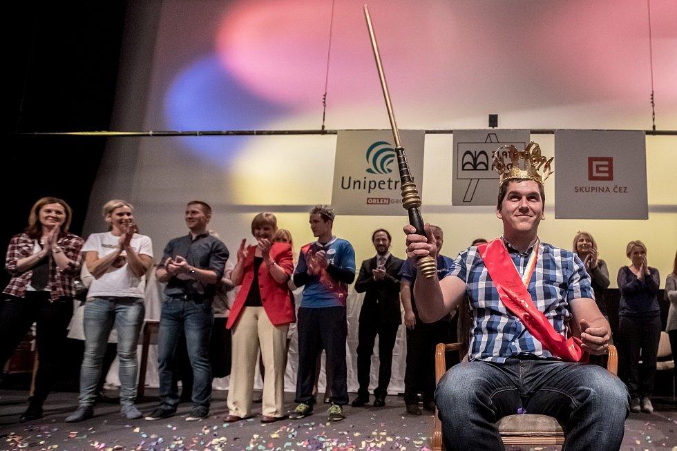 Finále soutěže Zlatý Ámos 2017 o nejoblíbenějšího učitele probíhalo 24. března v Praze. Vítězem se stal Lukáš Lis ze ZŠ Soběslav.