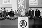 Beneš. Po válce prezident Edvard Beneš s chotí navštívil také továrnu Škoda Smíchov. Název Škoda se po převratu na pár let ztratil. Zahraniční zákazníci se ale od nových ZVIL (Závody V. I. Lenina) odvraceli, tak se podnik od roku 1965 opět jmenoval Škoda.