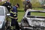 Na pražském Opatově někdo úmyslně zapaluje auta.