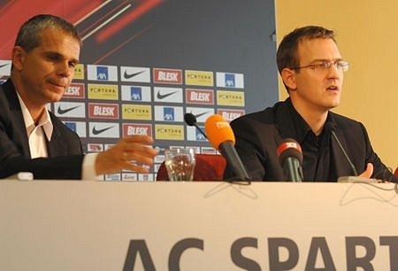 Na snímku z tiskové konference Sparty trenér Vítězslav Lavička a šéf klubu Daniel Křetínský.