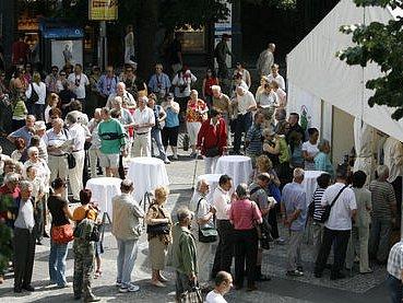 STAN PROTI MELANOMU. Loňi byl o vyšetření obrovský zájem, na Václavském náměstí stála až dvouhodinová fronta zájemců.