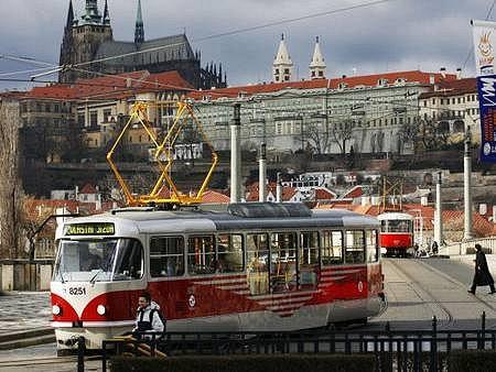 SPOJÍ NOVÁ MÍSTA. Bez tramvají by se Pražané jen těžko obešli. Jsou pro ně už mnoho desítek let jedním z nejběžnějších dopravních prostředků.
