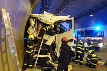 Tragická nehoda kamionu v Komořanském tunelu.