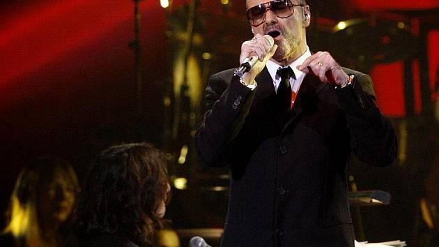 Britský zpěvák George Michael vystoupil 14. listopadu v pražské O2 Areně v rámci svého turné Symphonica.