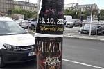 Praha bojuje s černou reklamou. Náklady šplhají do milionů.