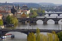 Pohled na řeku Vltavu a pražské mosty z Letné. Ilustrační foto.