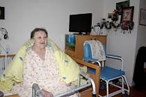 JAKO DOMA. Milena Jará si bydlení v říčanském domově pro seniory pochvaluje. Strávila tu i vánoční svátky. Její rodina jí vytvořila vánoční výzdobu, protože tak to má ráda.