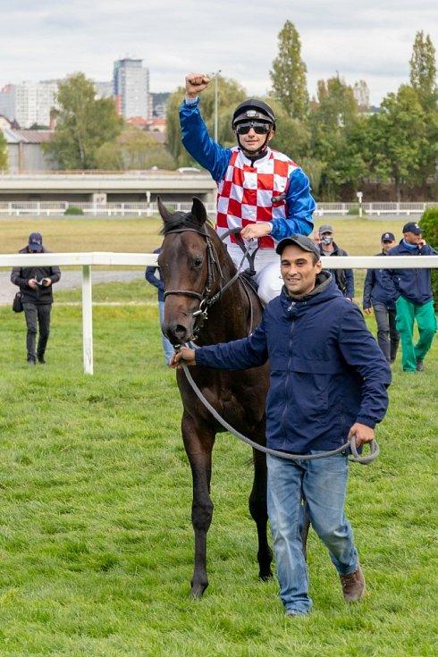 Vincent Cheminaud s koněm VI FI po vítězství v EJC Ceně BAK stavební společnosti.