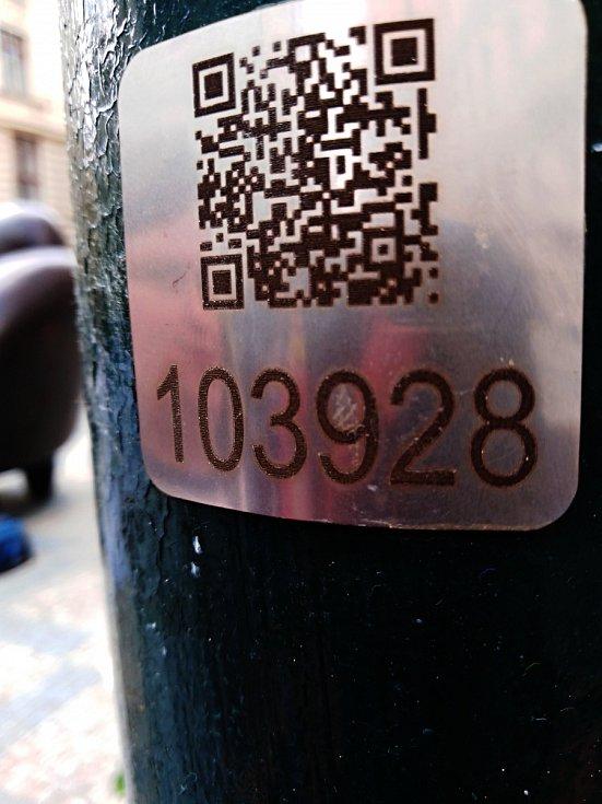 Sloupy veřejného osvětlení ponesou užitečnou pomůcku v podobě QR kódů.