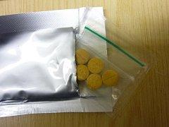 Zásilky stále obsahují zakázané drogy a anabolika.