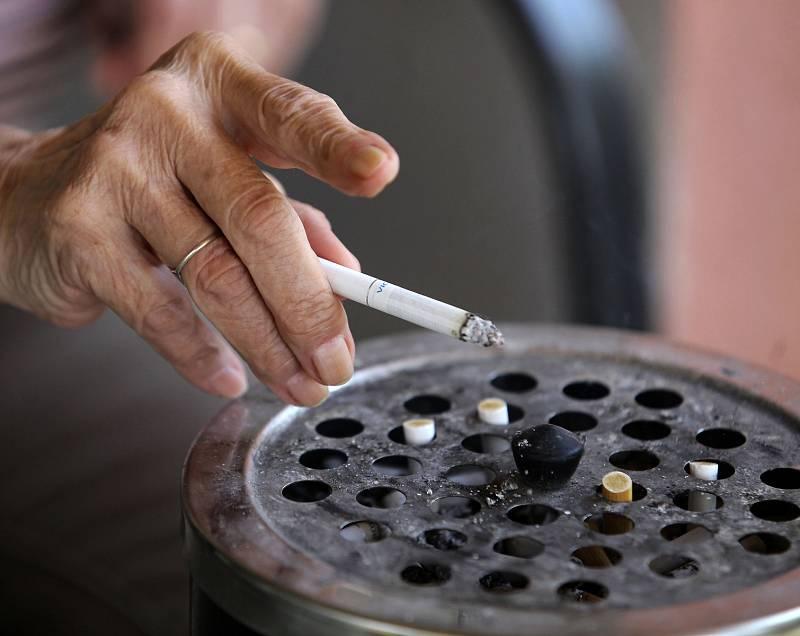 V České republice kouří stále méně lidí.
