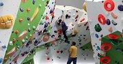 Nejmodernější horolezecké stěna v České republice Stodůlky - Třináctka byla otevřena ve středu 16. března 2016 v Praze.