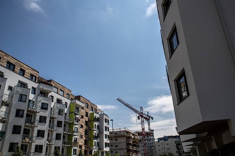 Odborníci připomínají, že vzhledem k loňským rekordním prodejům bytů, domů, chat a chalup se povinnost platit tuto daň týká stále většího počtu lidí.