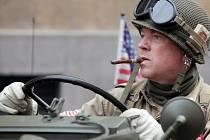Historická vozidla, která tvoří Konvoj osvobození, se v pátek 24. dubna 2015 sjela před americké velvyslanectví v Praze a poté se vydala na cestu po západních Čechách, které v roce 1945 osvobodila americká armáda.
