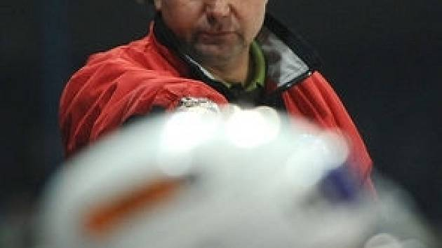 Tým Vladimíra Růžičky stáhl náskok prvních Českých Budějovic na tři body. Boj o prvenství stále trvá.
