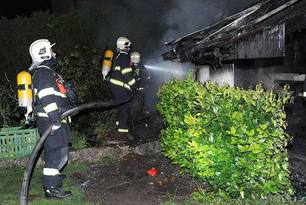 Noční požár od grilu spolykal půl milionu korun