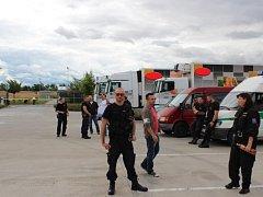 Osmadvacet cizinců zajistili příslušníci středočeské cizinecké policie