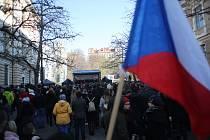 Na vzpomínkové akci k 17. listopadu se sešli na pražském Albertově studenti.