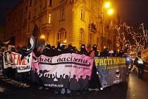 Na 400 levicových radikálů se sešlo 13. prosince 2008 v Praze na Těšnově, aby vyjádřili svůj protest proti projevům rasismu a xenofobie pravicové Dělnické strany na litvínovském sídlišti Janov.