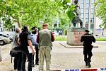 Na Žižkově někdo počmáral sochu Winstona Churchilla na protest proti rasismu.