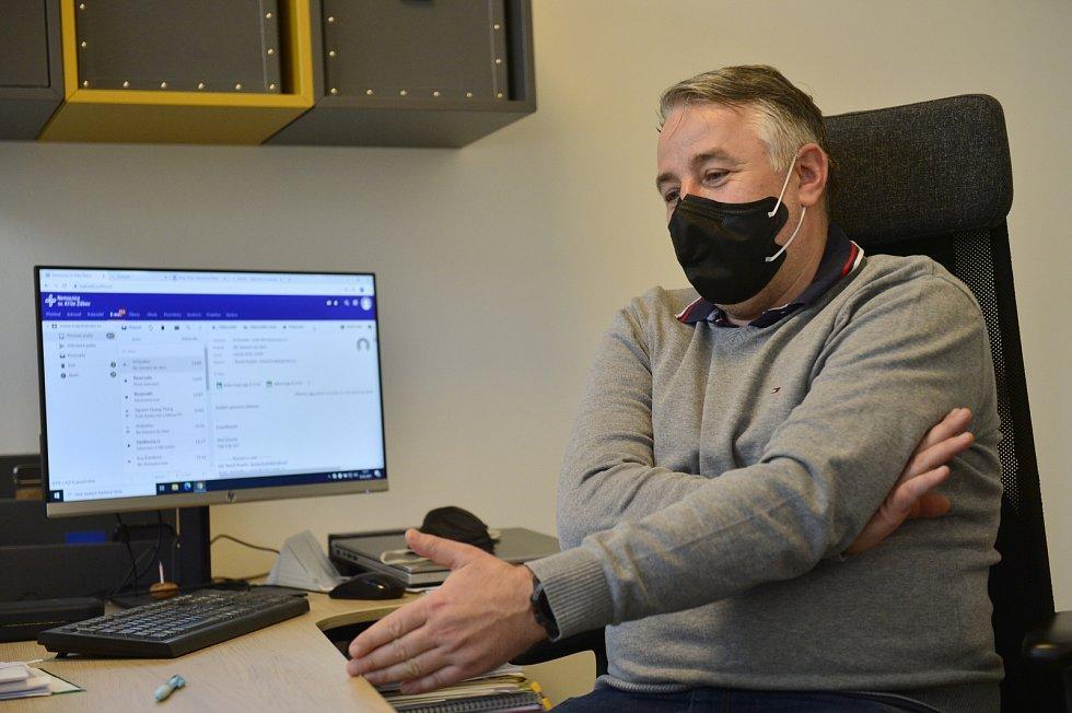 O očkování v Nemocnici sv. Kříže Žižkov je velký zájem. Ředitel Tomáš Krajník.