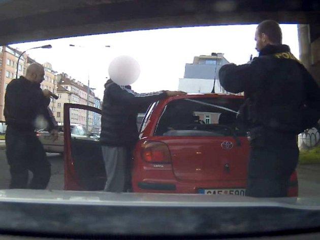 Policisté zadrželi pachatele krádeže vozidla.