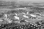 Sídliště. V době dokončení bylo největší v Praze. Na unikátní dvanáctipodlažní věžové domy se přijel osobně podívat i Nikita Chruščov.