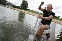 Vzorky odebrané vody na koupališti Hostivař ukázaly na její rapidní zhoršení.