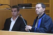 Soud s fanoušky, kteří údajně napadli Afričana.