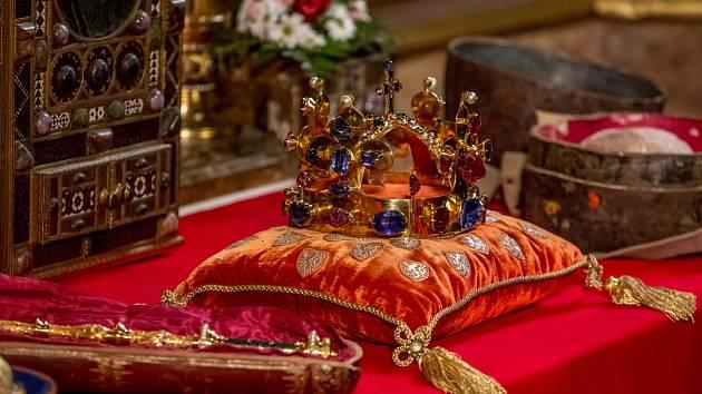4bb175d103e Na Pražském hradě jsou do 23. ledna vystaveny korunovační klenoty ...