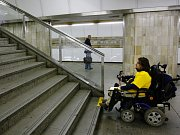 Vozíčkář v pražském metru. Ilustrační foto.