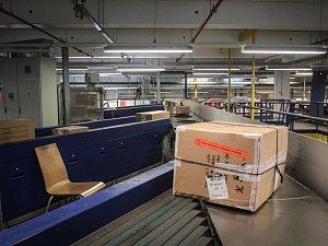 Třídící depo pošty. Ilustrační foto.