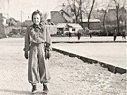 Čimický rybník 1946. První zmínky o Čimickém rybníku jsou z roku 1890. Byl využíván především rybáři a sloužil hasičům jako záložní zdroj požární vody. V roce 2005 byl rybník úspěšně revitalizován.