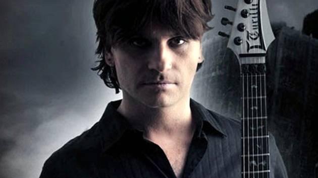 Italský kytarový mág Luca Turilli.