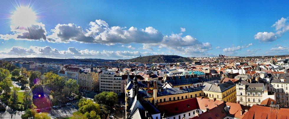 Panoramatický výhled z věže Novoměstské radnice.