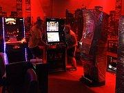 Ve Stodůlkách v herně v Hábově ulici celníci zabavili 11 automatů.