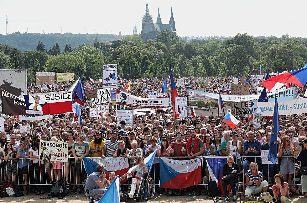 Demonstrace na Letné 23. června.