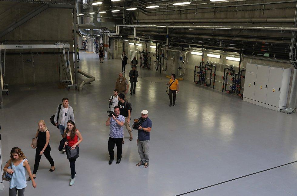 Nová vodní linka Ústřední čistírny odpadních vod v Praze vkročila do zkušebního provozu, který byl zahájen ve středu 19. září za účasti primátorky hl. m. Prahy Adriany Krnáčové.