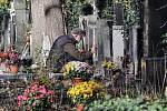 Památka zesnulých na Olšanských hřbitovech.