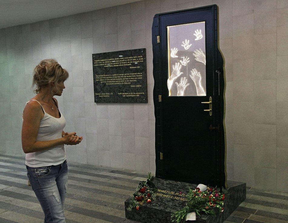 Památník rozloučení na hlavním nádraží v Praze.