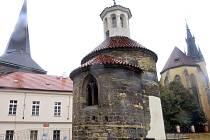 Románská rotunda sv. Longina v ulici Na Rybníčku v Praze.