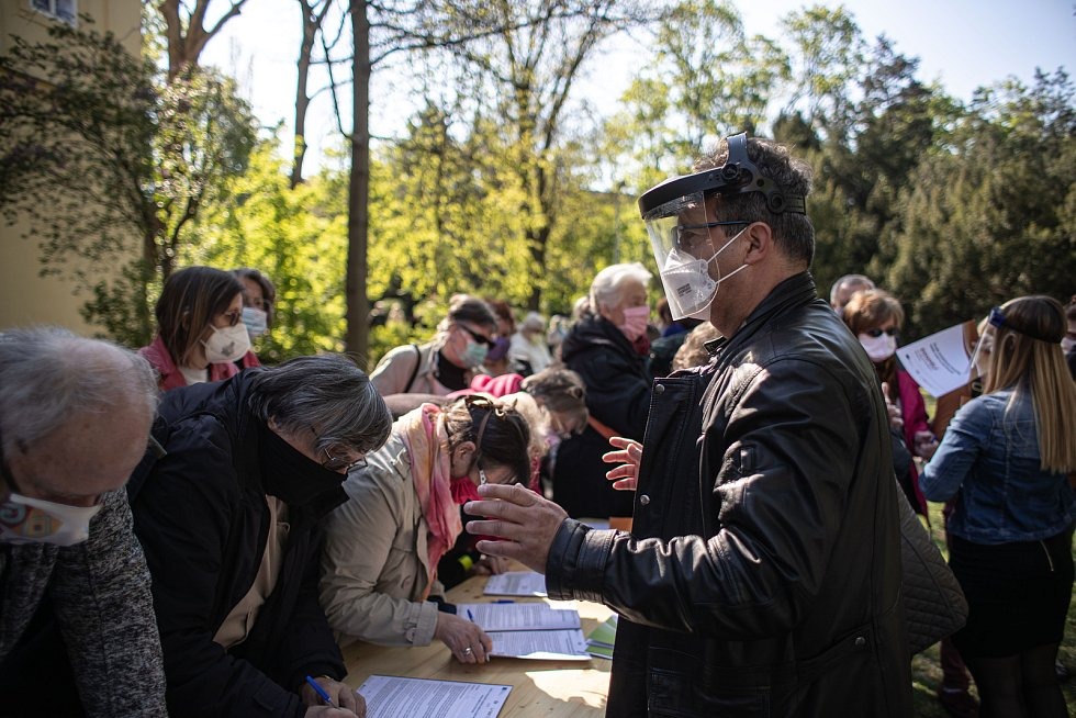 Testování na protilátky nového typu koronaviru začalo 23. dubna 2020 v Praze.