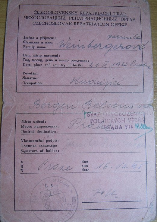 Repatriační průkaz, který dostala po návratu do Prahy.