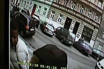 Muž ženu obtěžoval v tramvaji a před jejím domem ji vyhrožoval.
