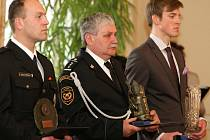 Zlaté záchranářské kříže za rok 2011 jsou předány.Vítězové letošního třináctého ročníku o nejlepší záchranářský čin roku 2011 si převzali ocenění z rukou prezidenta republiky Václava Klause dne 17.dubna na Pražském hradě.