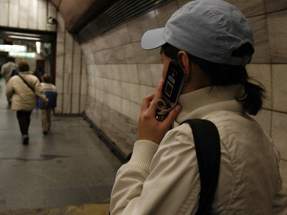 Telefonování. Ilustrační foto.